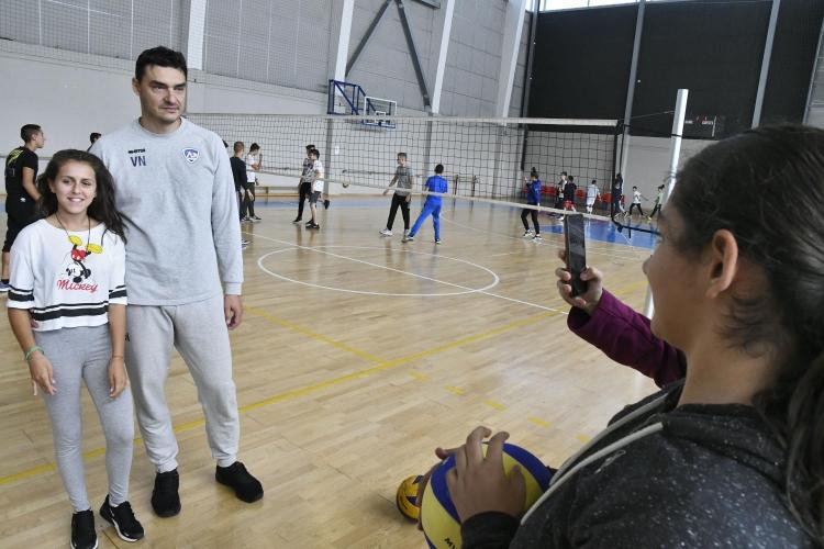 """Владо Николов, Андрей Жеков и Цецо Соколов играха с деца в """"Арена Армеец"""""""