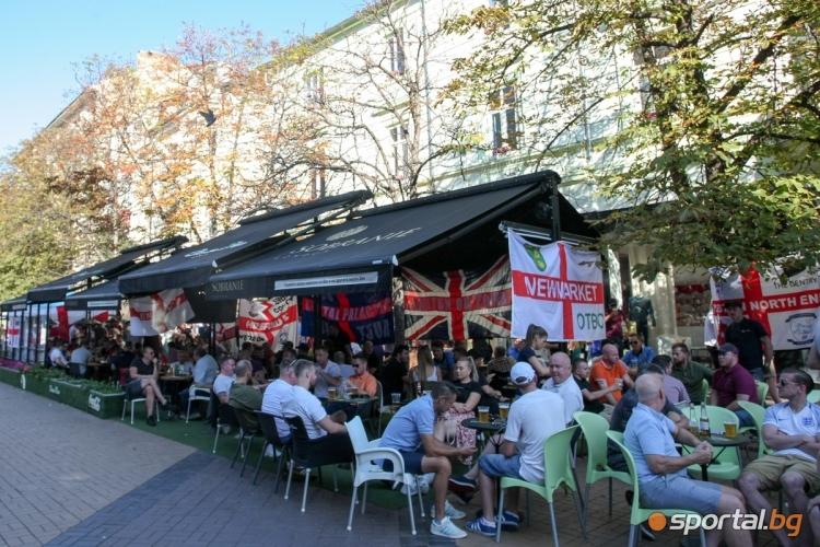 Английските фенове преди мача с България
