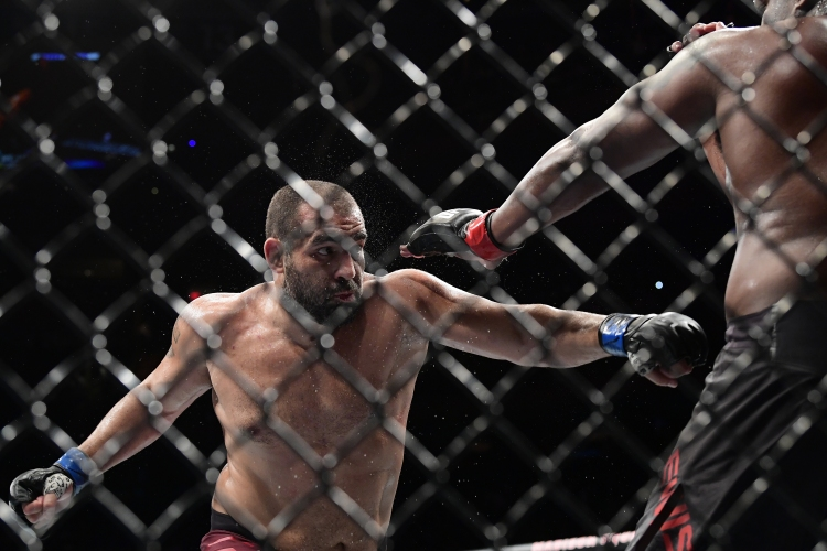 Противоречива загуба с 1-2 съдийски гласа за Благой Иванов на UFC 244