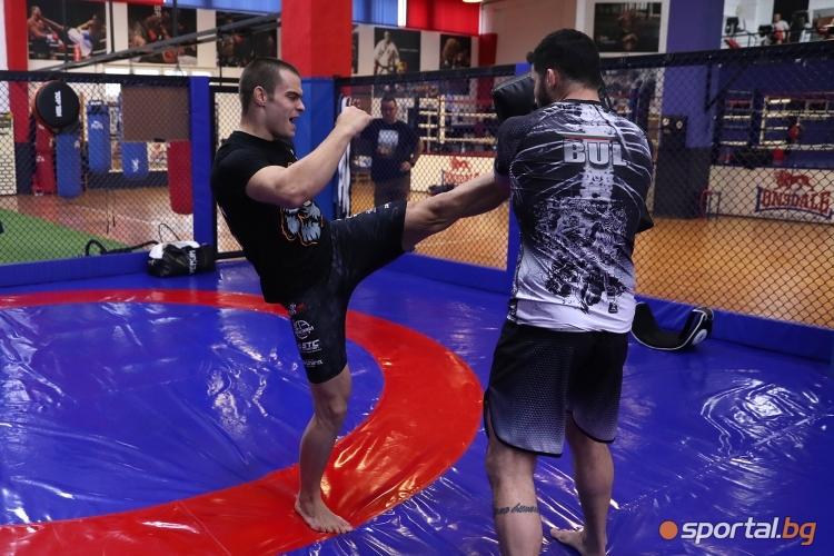 Тренировка на състезателя по ММА Живко Стоименов