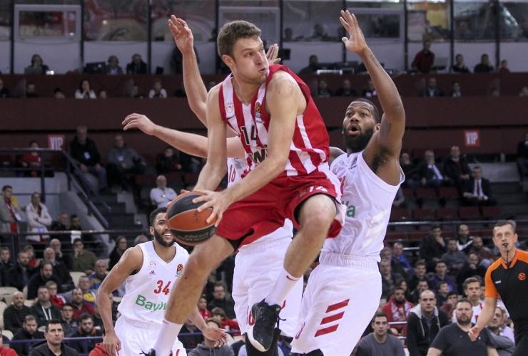 Александър Везенков с личен рекорд в Евролигата
