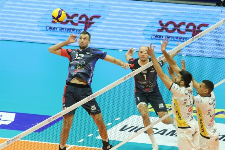 Виктор Йосифов и Монца спечелиха дербито с Аспарух Аспарухов и Верона
