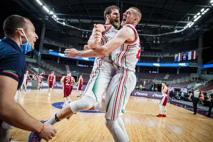 България победи Латвия и ще играе на Европейското първенство по баскетбол