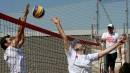 Посланици на Holiday Heroes играха плажен волейбол в мол Сердика