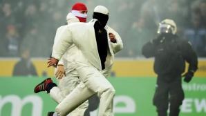 Хулигани нахлуха на терена след Борусия (Мьонхенгладбах) - Кьолн
