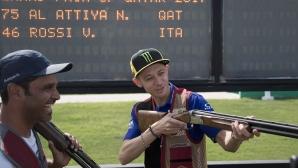 Валентино Роси пробва и нестандартен вид стрелба