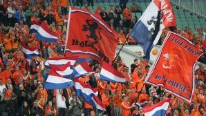 Колоритни фенове на Холандия на стадиона