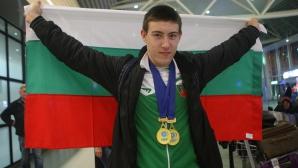 Световният шампион по вдигане на тежести за юноши Христо Христов се прибра от Тайланд със златото