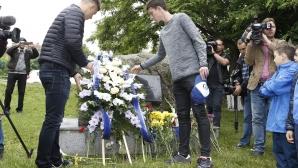 """Ръководство и футболисти поднесоха венци в чест на годишнина на """"Левски"""""""
