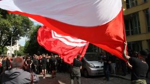 Червените фенове с шествие преди дербито