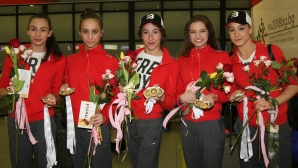 Националките по художествена гимнастика се завърнаха след успеха в Баку