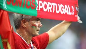 Феновете на Португалия на мача с Уругвай