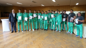Награждаване на юношески национали