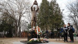 """Откриха паметник на Аян Садъков на """"Лаута"""""""