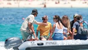 Меси и Суарес на яхта със семействата си