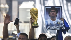 Хиляди изпратиха Диего Марадона в Буенос Айрес