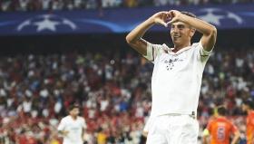 Висам Бен Йедер от Севиля се радва след гола си във вратата на Истанбул ББ