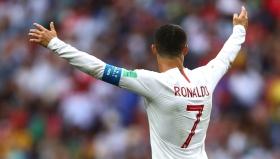 Кристиано продължава да мъкне на гръб Португалия
