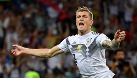 Тони Кроос остави Германия в играта с гол в последната секунда