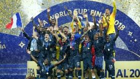 Футболният свят е в краката на Франция!