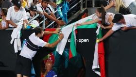 Фен на Шефилд Уензди се радва на победата срещу Лутън