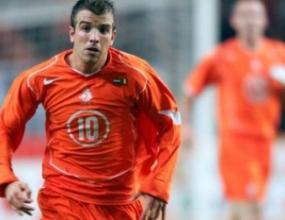 Ван дер Ваарт възстановен до първия мач на Холандия