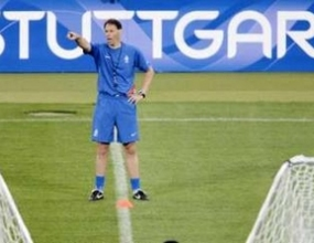 Марко ван Бастен ще води футболистите си на попконцерт