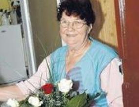 Бабата на Подолски е най-голямата му фенка