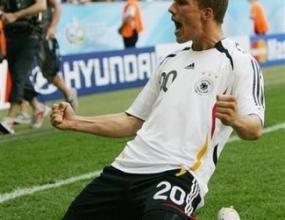 Двата гола на Подолски на трето място по бързина в историята на Мондиала