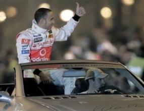Хамилтън: За мен е чест да карам с Алонсо