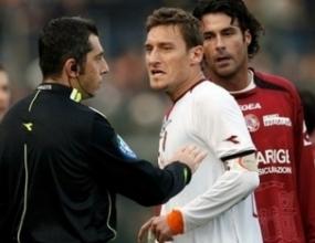 Тоти пропуска мача с Интер