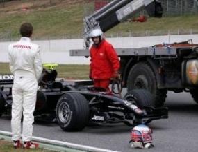 Новата Хонда се счупи при първата обиколка на Бътън