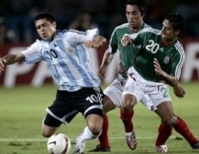 Аржентина поведе на Мексико след динамично първо полувреме