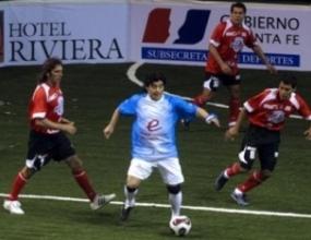 Марадона отново в игра, вкарва на Уругвай