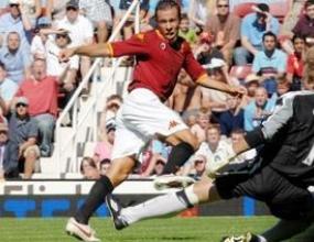 Жюли с първи гол за Рома при загуба от Уест Хем