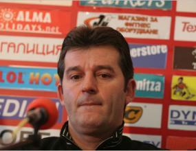Костадинов поиска чужд съдия за мача с Левски