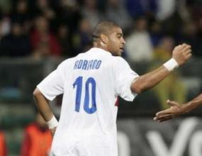 Адриано изстреля Интер на 5 точки пред Рома