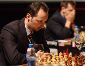 Топалов с реми срещу Карлсен