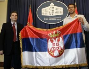 Сърбите посрещат Чавич като като национален герой