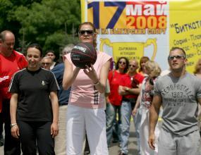 Председателят на БОК Стефка Костадинова ще награди изявени деятели в тениса на маса утре