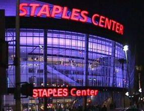 "Това е ""Staples Center"""