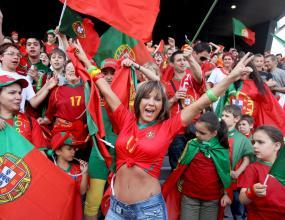 Хиляди фенове гледат тренировка на Португалия