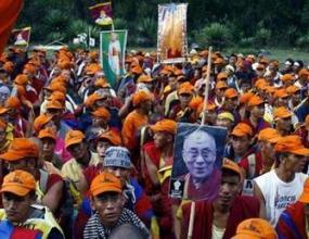 Гръцката полиция отстрани тибетски активисти, блокирали МОК