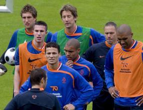 Спират интервютата на холандците