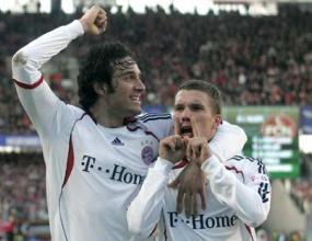 Подолски остава заради Шампионската лига