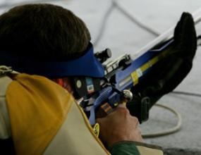 Aртур Айвазян спечели златото на 50 м малокалибрена пушка