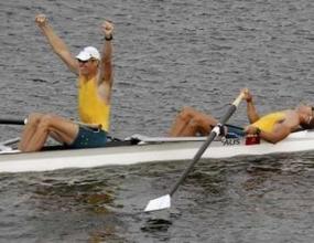 Австралийци спечелиха олимпийската титла на двойка без рулеви