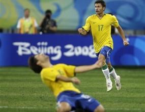 Камерун измъчи, но не спря Бразилия към полуфинала