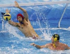 Черна гора е на 1/2 финал на водна топка след победа над Хърватия