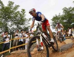 Двоен успех за Франция при мъжете в планинското колоездене
